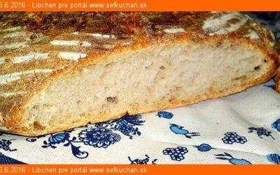 Domáci biely ošatkový kváskový chlieb