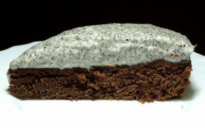 Silný čokoládový koláč s makovo vanilkovým krémom