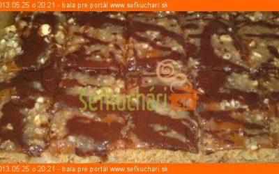 Ananasovy kolac s lieskovcovo kokosovou polevou a cokoladou