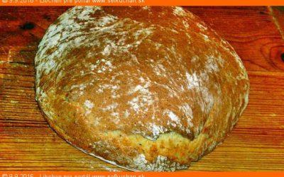 Biely zemiakový rascový chlieb mojej babičky