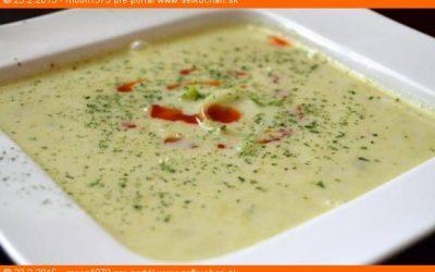 karfiolovo-pórová krémová polievka