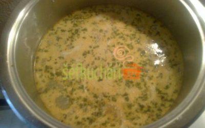Korenistá hubová polievka
