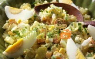 Ľahký zemiakový šalát so zeleninou
