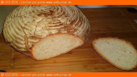 Obyčajný biely ošatkový chlieb
