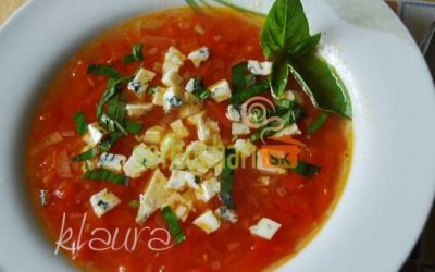 Polievka z čerstvých rajčín s rokfortom