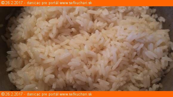 Dusená ryža na cibuľke